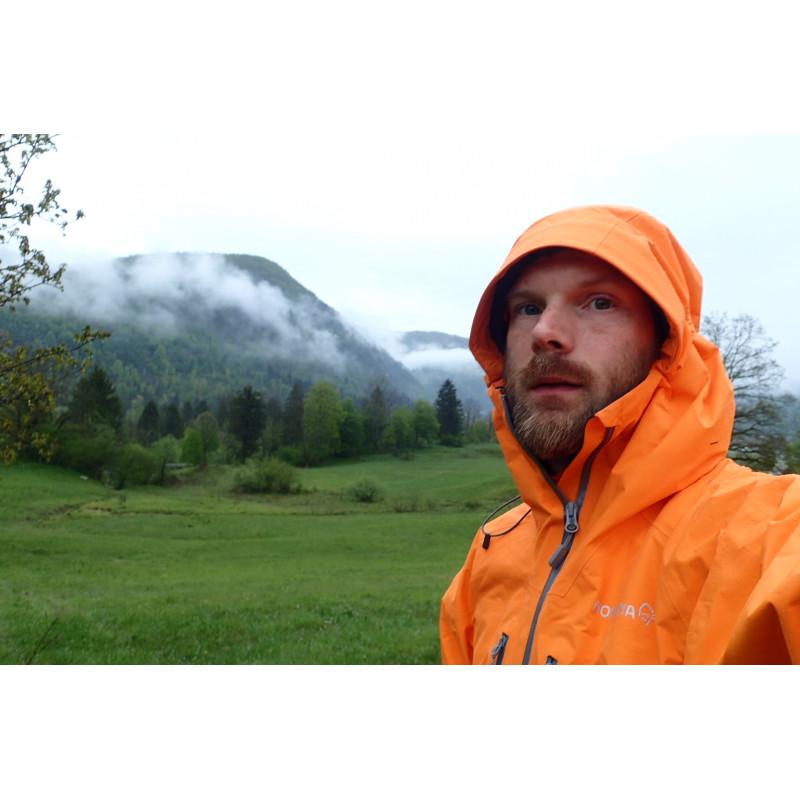 Bild 2 von Douglas zu Norrøna - Trollveggen Gore-Tex Light Pro Jacket - Regenjacke